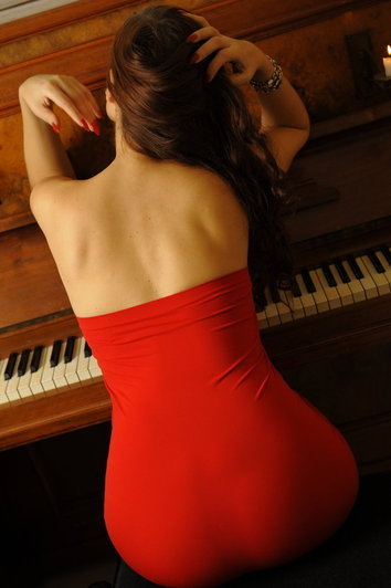 high class escort Berlin mature lady in red dress. VOP sexy escort.